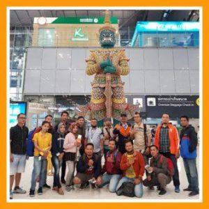 """Perjalanan Pulang dari Bandara Bangkok Thailand menuju Jakarta Indonesia<span class=""""rating-result after_title mr-filter rating-result-645"""" ><span class=""""mr-star-rating"""">    <i class=""""fa fa-star mr-star-full""""></i>        <i class=""""fa fa-star mr-star-full""""></i>        <i class=""""fa fa-star mr-star-full""""></i>        <i class=""""fa fa-star mr-star-full""""></i>        <i class=""""fa fa-star mr-star-full""""></i>    </span><span class=""""star-result"""">5/5</span><span class=""""count"""">(1)</span></span>"""